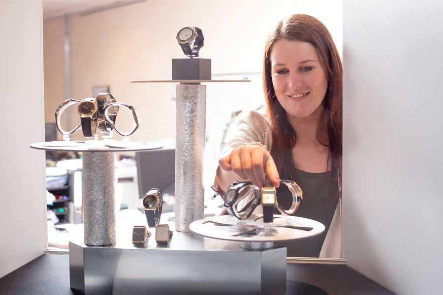 Vacatures op het gebied van goud- en zilversmeden, juwelier en uurwerktechniek.